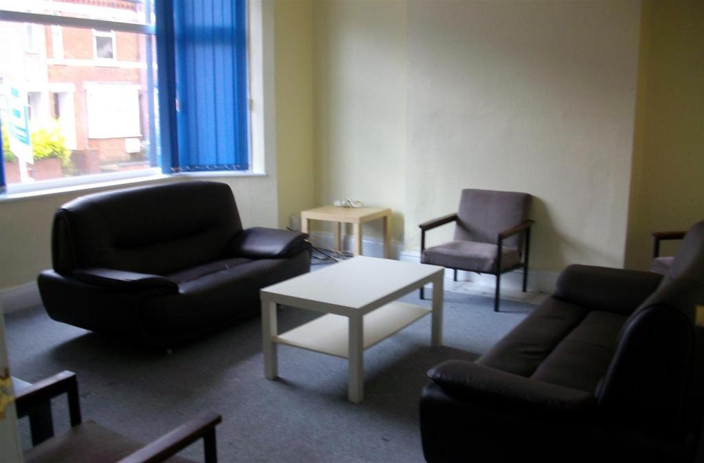 165 Gulson lounge.JPG