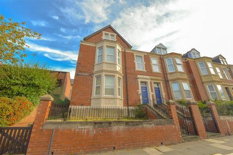 3 bedroom flat for sale - Coatsworth Road, Gateshead