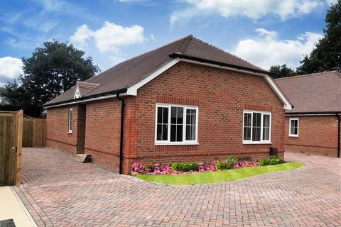 2 bedroom detached bungalow for sale - Priors Orchard, Southbourne, Emsworth, PO10