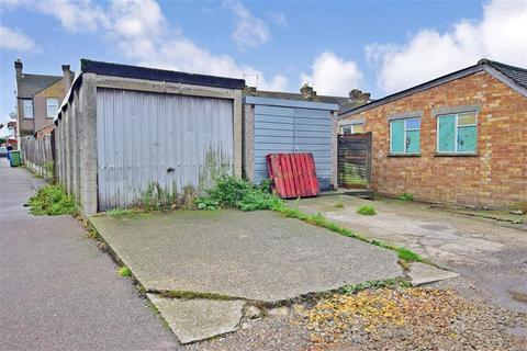 3 bedroom end of terrace house for sale - Queenborough Road, Minster On Sea, Sheerness, Kent