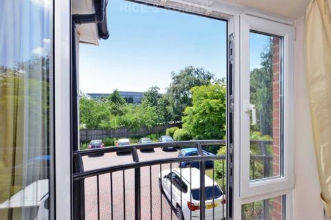 1 bedroom retirement property for sale - Mead Court, Addlestone