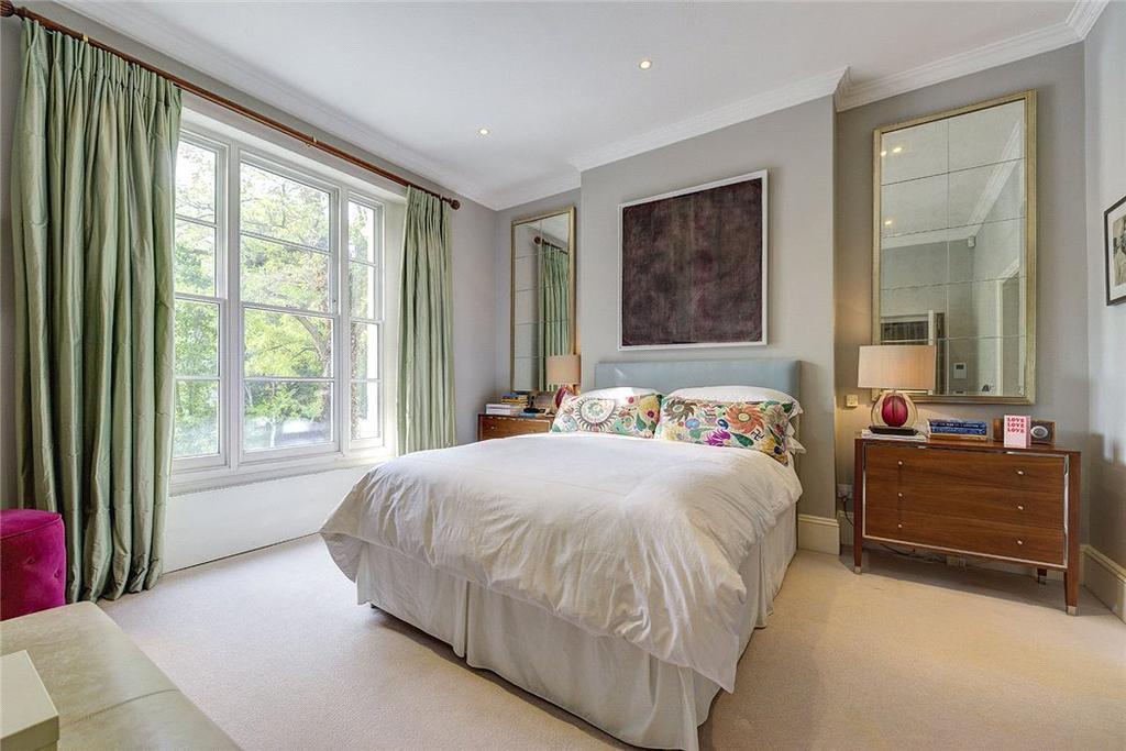Master Bedroom, W2