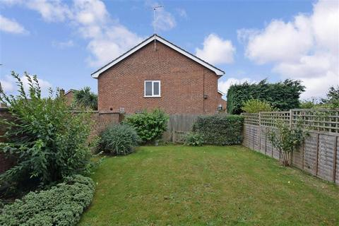 3 bedroom end of terrace house for sale - Viburnum Close, Ashford, Kent