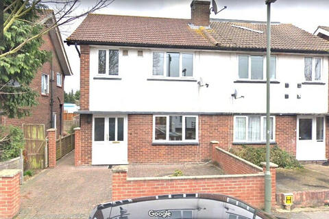 3 bedroom semi-detached house to rent - Vine close, Vine Close, Staines-upon-thames TW19