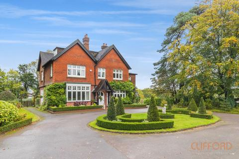 8 bedroom detached house to rent - Tylers Green, Cuckfield RH17