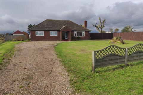 3 bedroom detached bungalow to rent - Iltney Farm, New Hall Lane, Mundon