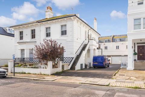 1 bedroom flat to rent - Medina Villas, Hove