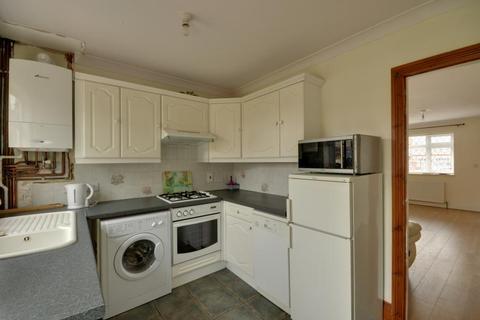 2 bedroom terraced house to rent - Manningtree Road, Ruislip, Middlesex, HA4 0ER