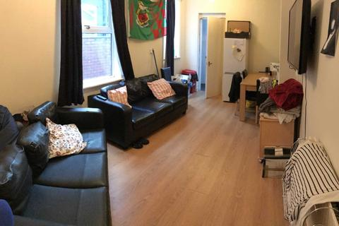 5 bedroom terraced house to rent - Richmond Road, Fallowfield