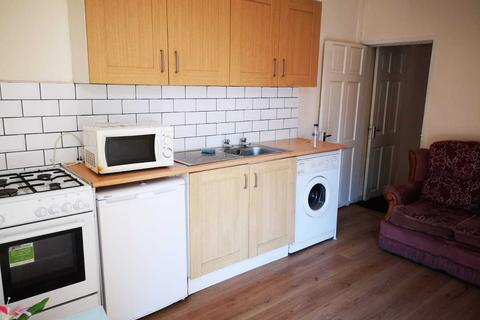 2 bedroom end of terrace house to rent - Burley Lodge Road, HYDE PARK