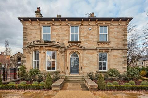 4 bedroom townhouse for sale - Stafford House, 59 York Place, Harrogate. HG1 5RH