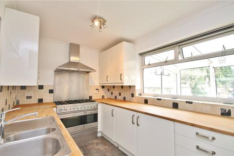 3 bedroom terraced house to rent - St Pinnock Avenue, Staines-upon-Thames, Surrey, TW18