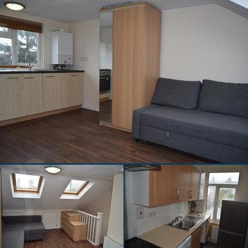 3 bedroom flat to rent - Durants Road, Enfield, London. EN3