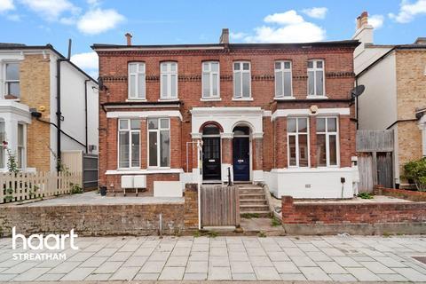 2 bedroom flat for sale - Thurlestone Road, London