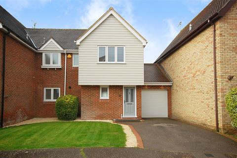 3 bedroom semi-detached house for sale - Gladden Fields, South Woodham Ferrers, Essex, CM3
