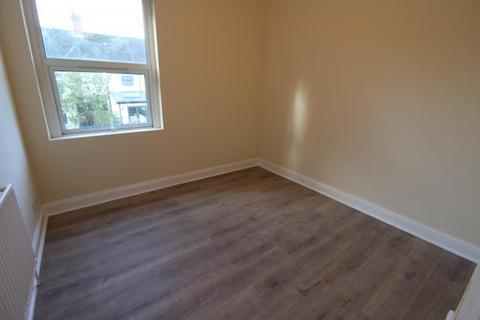 2 bedroom flat to rent - Claude Road, Roath, Cardiff