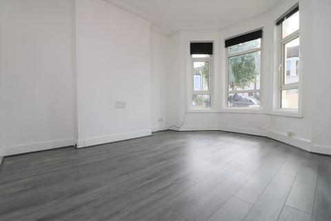 4 bedroom terraced house to rent - Roseberry Gardens, London