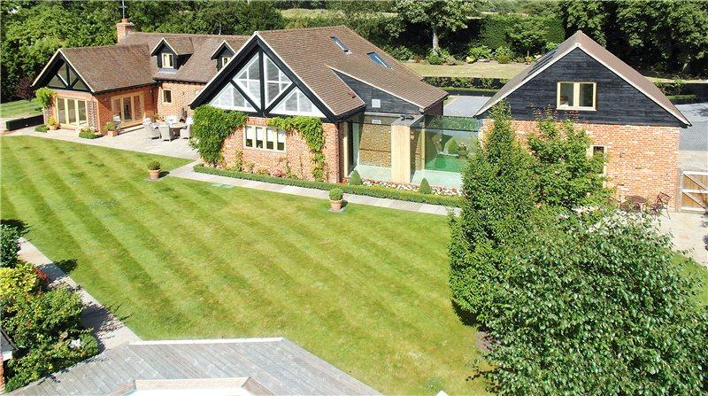 5 Bedrooms Detached House for sale in Houblons Hill, Coopersale, Epping, Essex, CM16