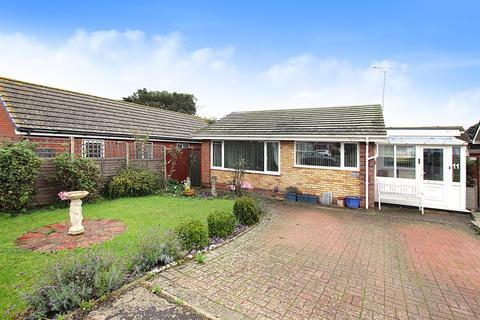 2 bedroom detached bungalow for sale - St. Christopher Close, Caister-On-Sea