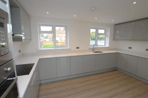 3 bedroom end of terrace house for sale - Wood Lane, Elm Park, Hornchurch