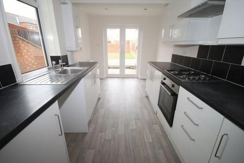 3 bedroom terraced house to rent - Lovett Street, Cleethorpes