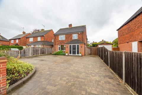 5 bedroom detached house for sale - Charlock Way, Guildford
