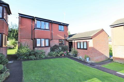 1 bedroom flat for sale - Tudor Gardens, Burgess Hill, West Sussex
