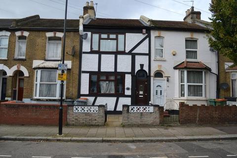 3 bedroom terraced house to rent - West Road, Stratford, Plaistow, West Ham Park, West Ham Park, London, E15 3PX