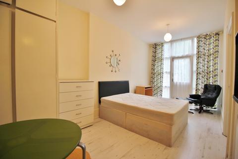 Studio to rent - Stapleton Hall Road, Stroud Green N4