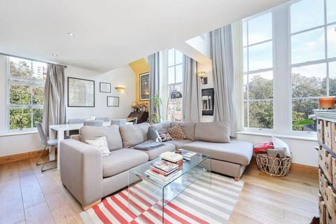 3 bedroom flat for sale - School Mews, London E1