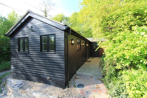 2 bedroom bungalow to rent - Hale Oak Road, Weald Nr, Sevenoaks, Kent, TN14