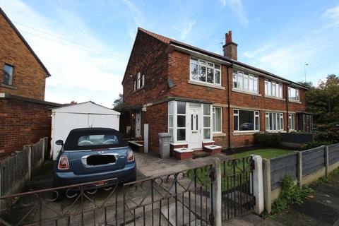 2 bedroom flat to rent - Winchester Road, Urmston, Manchester