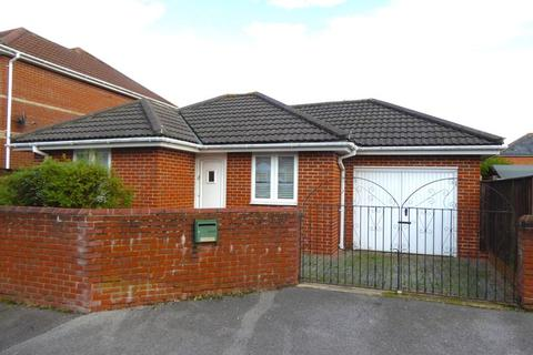 2 bedroom detached bungalow to rent - Abbott Road, Bournemouth