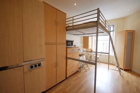 Studio to rent - Courtfield Gardens, South Kensington, SW5
