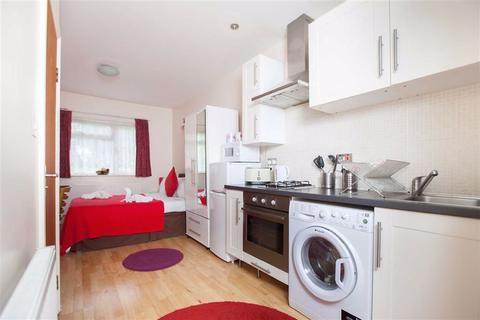 Studio to rent - Mandeville Road, Northolt, Middlesex