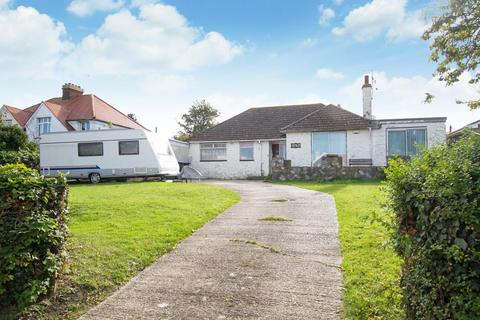 3 bedroom detached bungalow for sale - Gainsborough Drive, Herne Bay