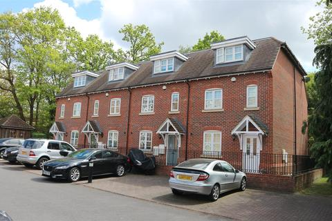 4 bedroom terraced house to rent - Rythe Close, Claygate, Esher