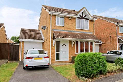 3 bedroom detached house to rent - Milburn Drive, Yiewsley, Middlesex, UB7