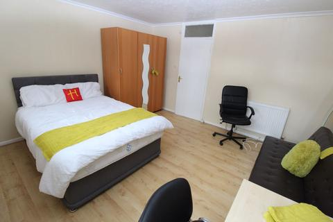 3 bedroom flat share to rent - Tenant Street, B15 - 8-8 Viewings