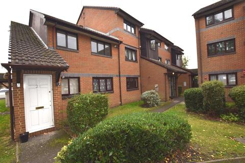 1 bedroom flat for sale - Capstan Close, Chadwell Heath, Romford