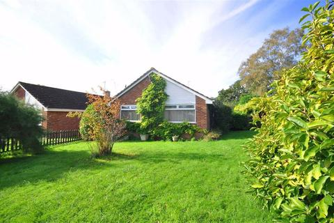3 bedroom bungalow for sale - The Beagles, Cashes Green