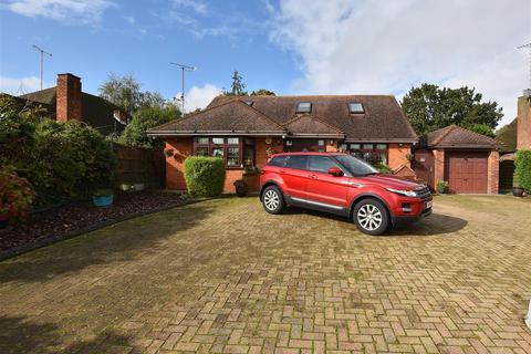 6 bedroom detached house for sale - Birchwood Drive, Dartford