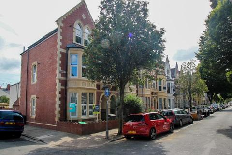 Studio to rent - Connaught Road, Roath