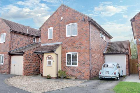 3 bedroom detached house for sale - Capesthorne Close, Alsager, Stoke-On-Trent