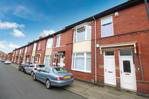 2 bedroom flat to rent - Balmoral Gardens, North Shields, Tyne & Wear