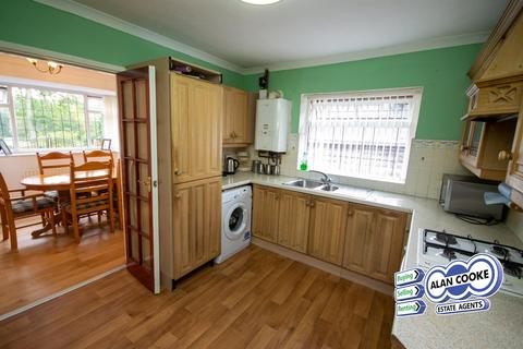3 bedroom detached bungalow for sale - Stonegate Road, Meanwood