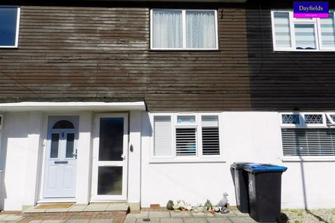 2 bedroom flat for sale - Beverley Close, Wicnchmore Hill, London