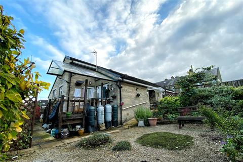 2 bedroom bungalow for sale - Long Lane, Honley, Holmfirth, West Yorkshire, HD9