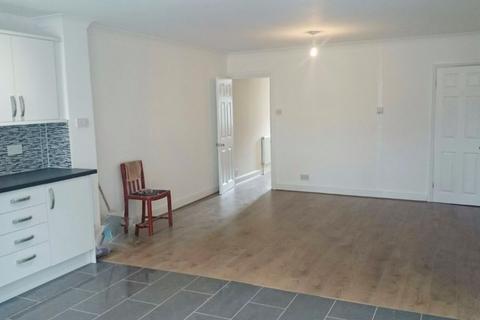 4 bedroom semi-detached house to rent - Tachbrook Road - TW14