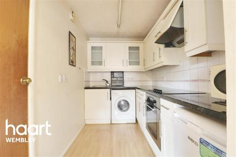 1 bedroom flat to rent - Tylers Court, Vicars Briddge Close, HA0